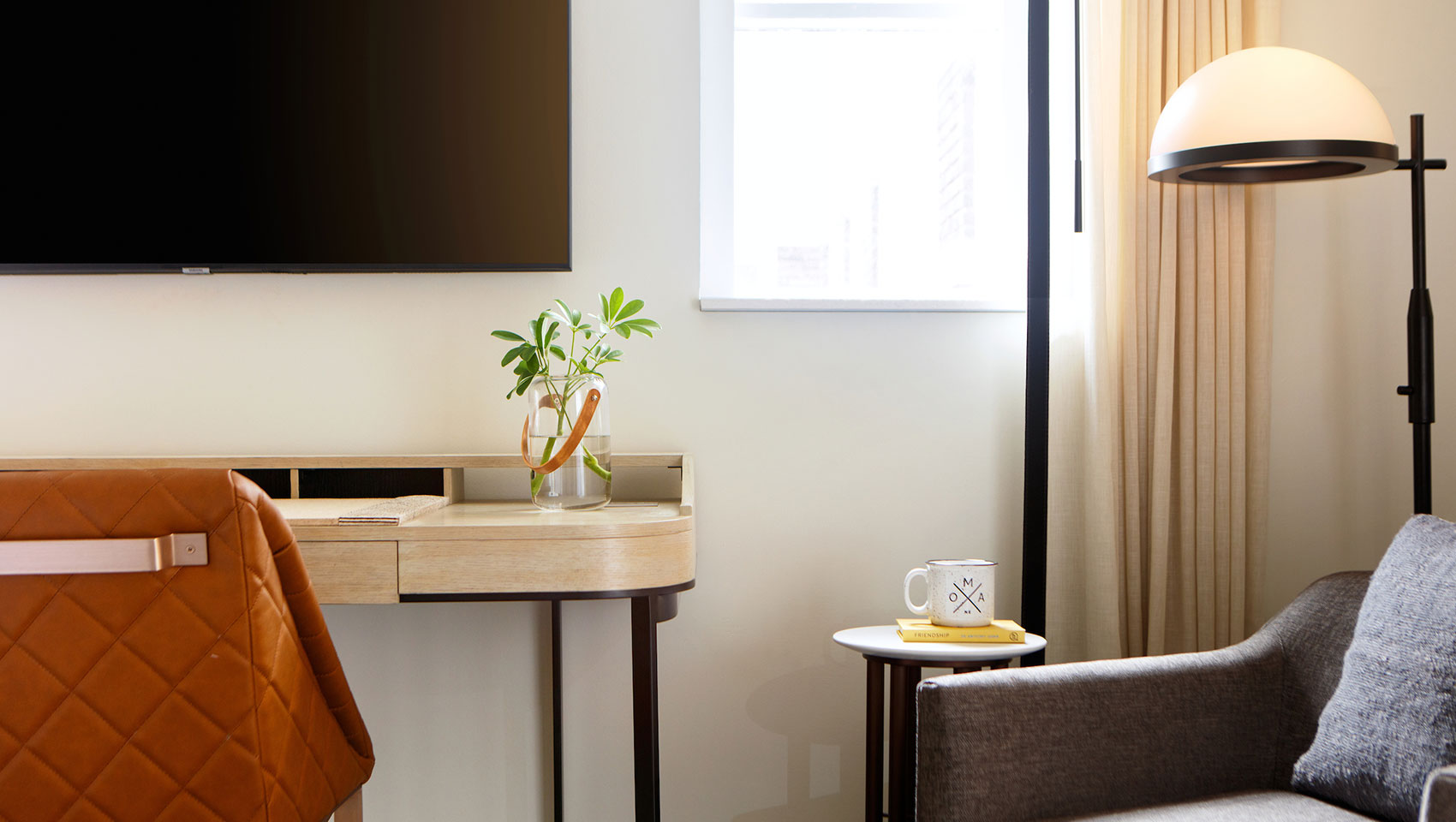 cottonwood guestroom with desk